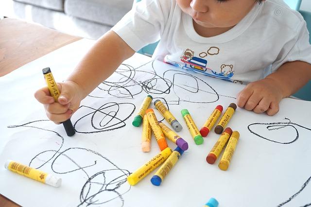 イラストを描くのが楽しい!子供の写真