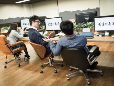 会社に勤務しているイラストレーターの写真